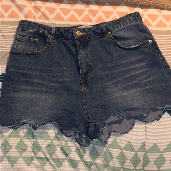 Love Tree Pants - Scalloped shorts